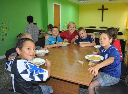 Мариупольский «Пилигрим» посетило 33 волонтера из Англии (ФОТО), фото-1