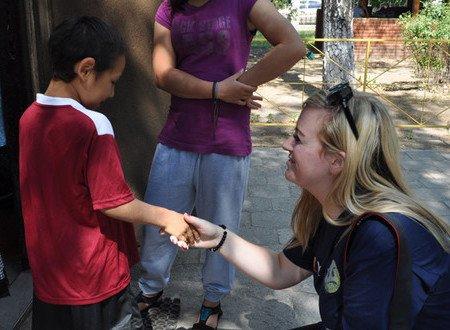 Мариупольский «Пилигрим» посетило 33 волонтера из Англии (ФОТО), фото-3