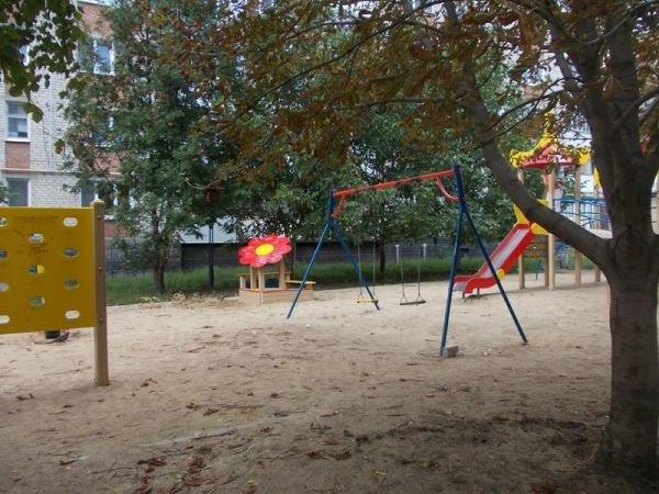 Артемовские многоэтажки отказываются от содержания детских площадок. Их собираются демонтировать и переносить, фото-1