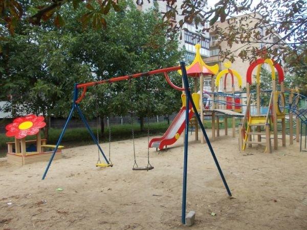 Артемовские многоэтажки отказываются от содержания детских площадок. Их собираются демонтировать и переносить, фото-2