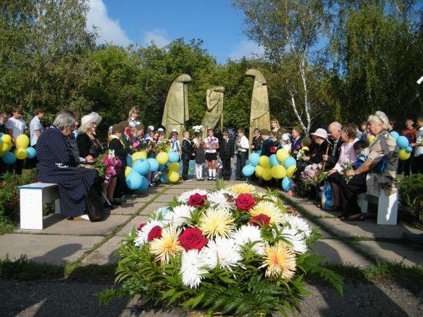 В Горловке сегодня  открыли мемориальную доску герою ВОВ Георгию Бондаренко., фото-1