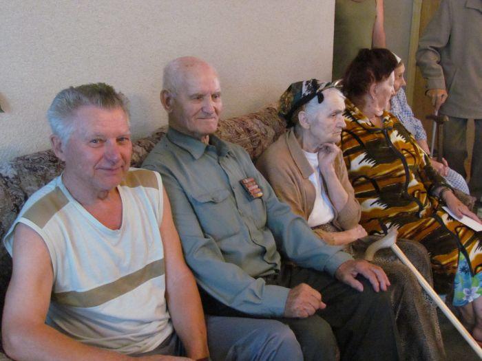 Мариупольским ветеранам подарили лекарства и еду (ФОТО), фото-6