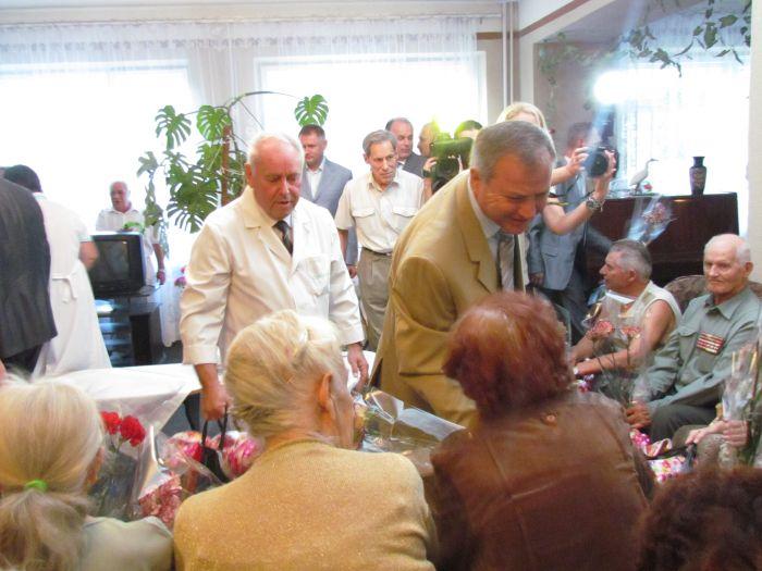 Мариупольским ветеранам подарили лекарства и еду (ФОТО), фото-2