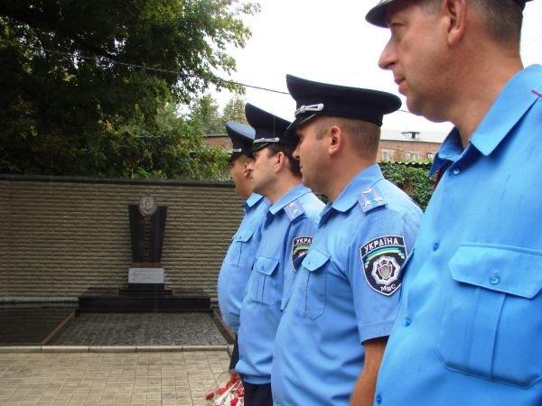 В Артемовске открыли памятник работникам милиции, погибшим при исполнении служебного долга, фото-4