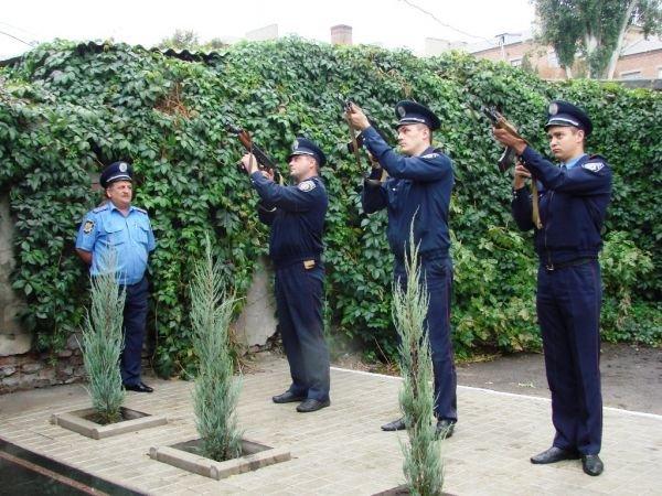 В Артемовске открыли памятник работникам милиции, погибшим при исполнении служебного долга, фото-3