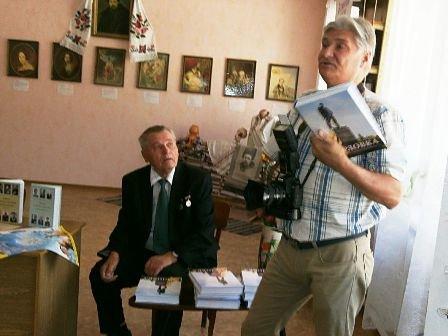 Горловчане узнают больше о родном городе - 2-е издание книги «Горловка» значительно увеличилось в объеме, фото-1