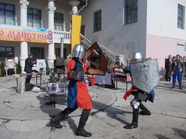 Ярмарка «Бахмутский шлях» встречала артемовцев и гостей города цепями, шампанским и народным творчеством, фото-2