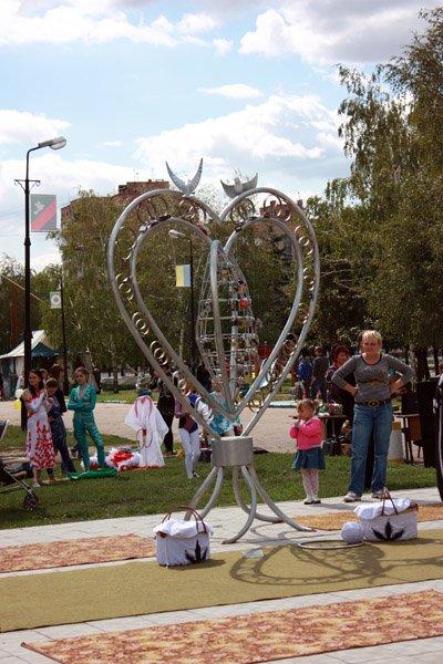 Новобрачные из Горловки решили сыграть свадьбу в День города (ВИДЕО), фото-1