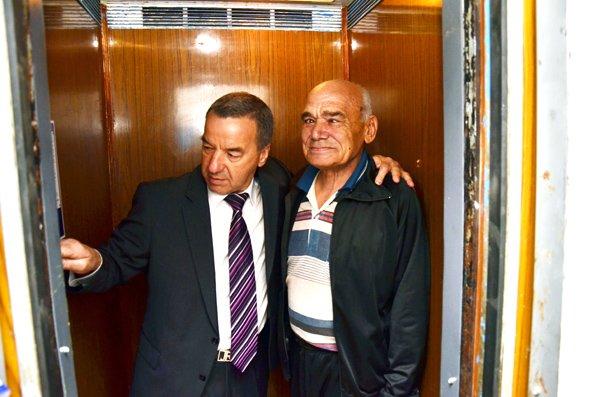 Благодаря Анатолию Гончарову начато восстановление лифтов в жилмассиве Строителей, фото-1