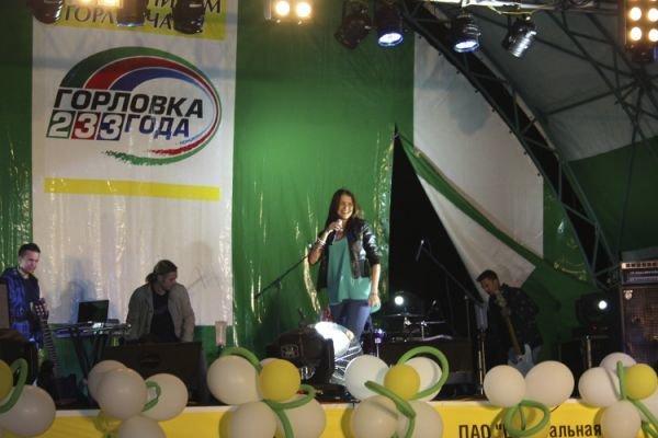 Во второй день празднования дня города горловчан поздравила Тина Кароль, фото-1