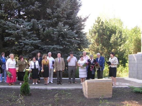 На артемовском кладбище отремонтировали комплекс братских могил, фото-5