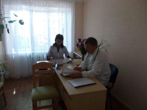 Артемовская амбулатория №6 по Горького теперь не только с ремонтом, но и с машиной (фото) - фото 10