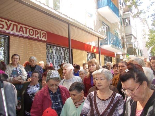 Артемовская амбулатория №6 по Горького теперь не только с ремонтом, но и с машиной (фото) - фото 4