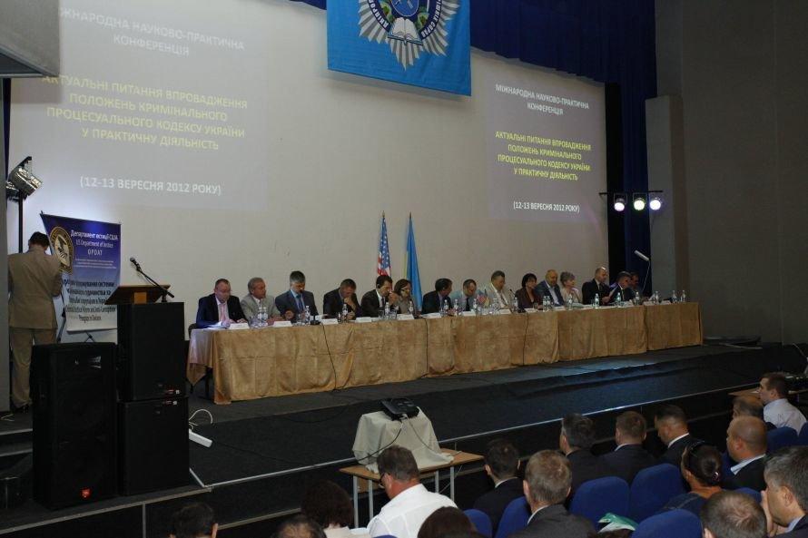 Днепропетровск_Актуальні питання впровадження нового Кримінально-процесуального кодексу обговорили науковці і практики_12_09 (3)