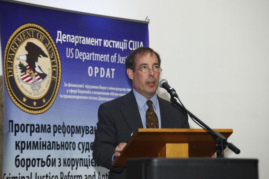 Днепропетровск_Актуальні питання впровадження нового Кримінально-процесуального кодексу обговорили науковці і практики_12_09 (2)