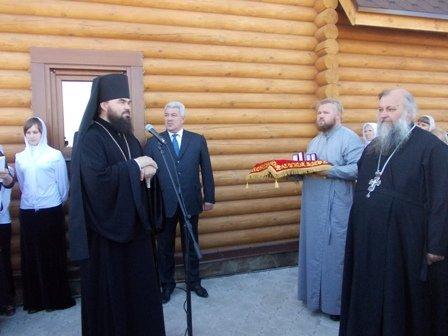 Деревянный храм Иоанна Златоуста в Артемовске встретил первых прихожан, фото-1