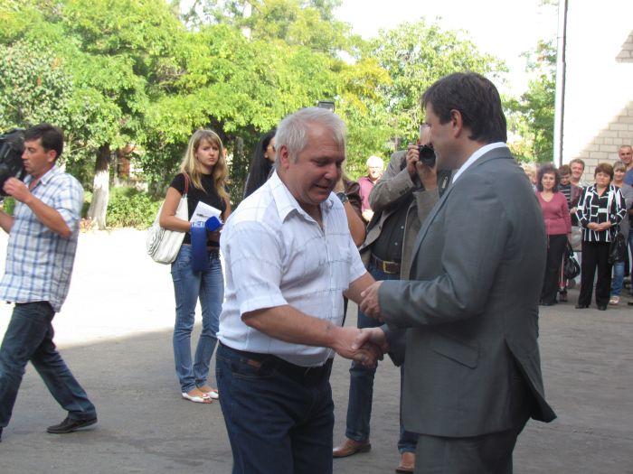 Губернатор вручил Мариуполю 9 новых «скорых»,  обещая «еще пяток подкинуть»(ФОТО), фото-6