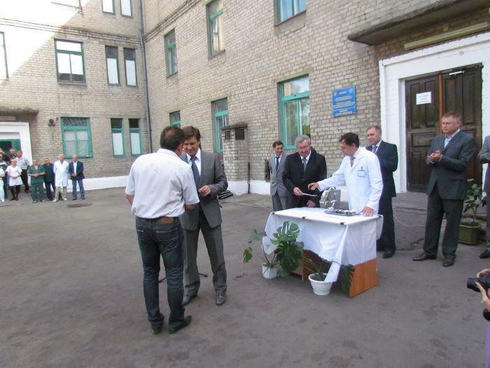 Губернатор вручил Мариуполю 9 новых «скорых»,  обещая «еще пяток подкинуть»(ФОТО), фото-9