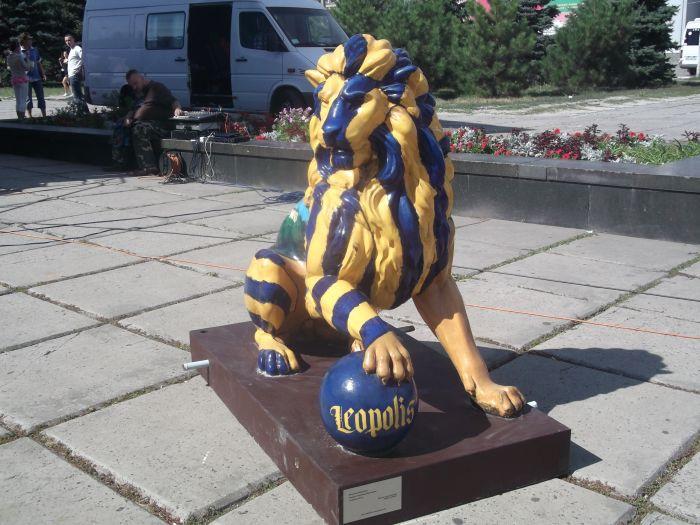 Львов поразил мариупольцев живыми статуями (ФОТО), фото-3
