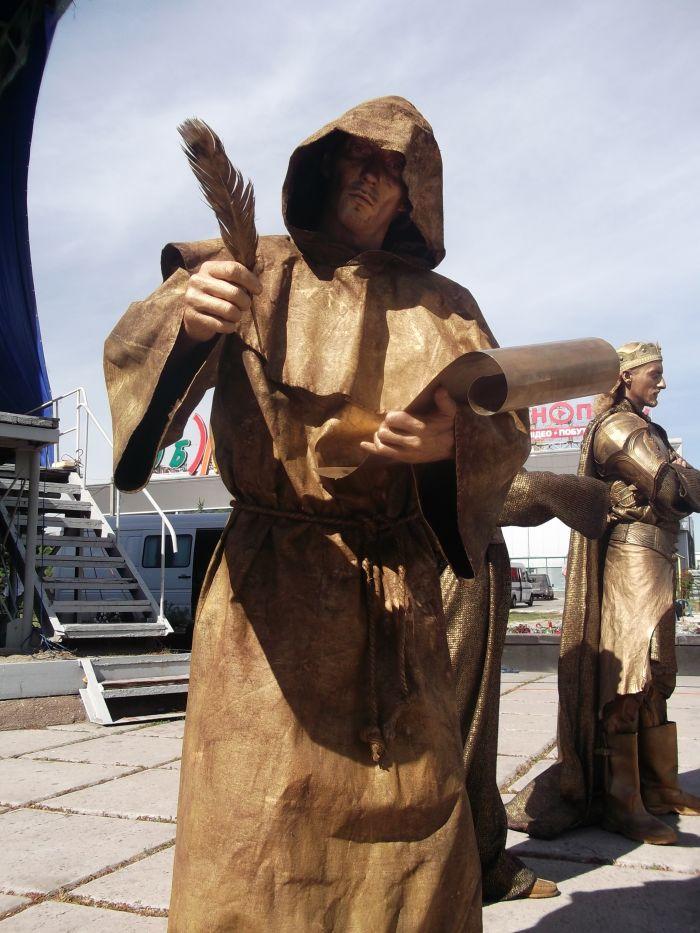 Львов поразил мариупольцев живыми статуями (ФОТО), фото-11