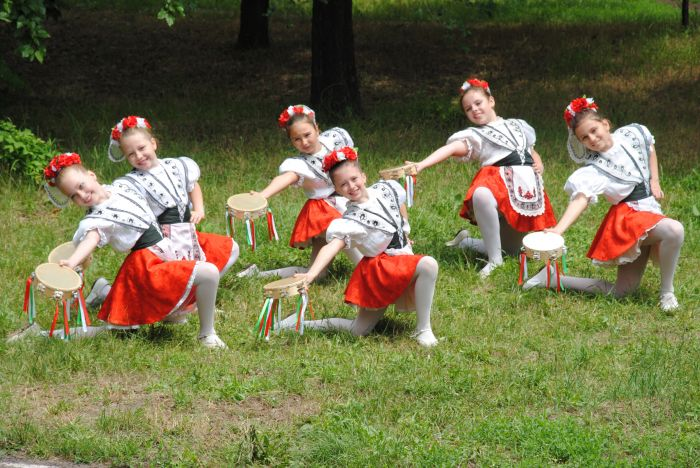 4. Танец Тарантелла в исполнении ансамбля Барвинок.