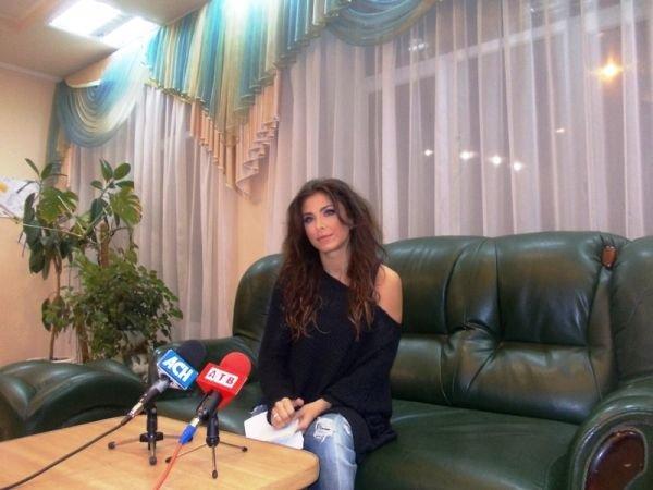 Ани Лорак в Артемовске: «Мне хочется, чтобы жизнь в стране менялась только к лучшему. Я не собираюсь уезжать из Украины!», фото-1