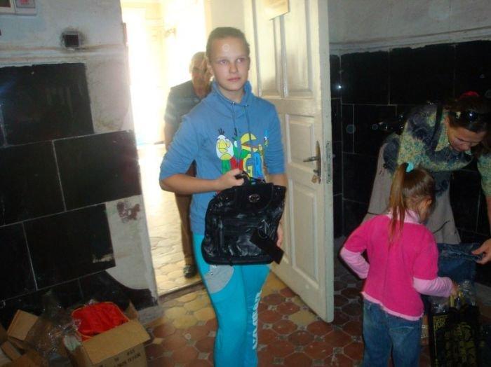 В Мариуполе многодетным семьям помогли собрать детей в школу (ФОТО) , фото-4