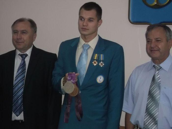 Мариупольскому спортсмену-паралимпийцу вручили премию и подарки (ФОТО), фото-1