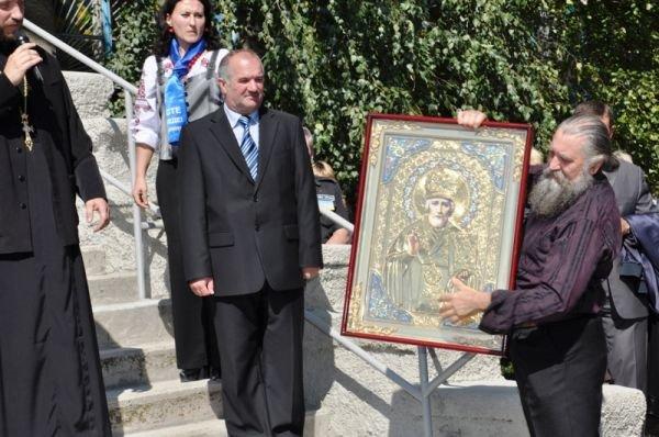 Соледарцы подарили Сергею Клюеву икону Николая Чудотворца, фото-3