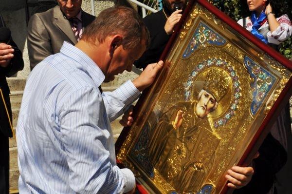 Соледарцы подарили Сергею Клюеву икону Николая Чудотворца, фото-4