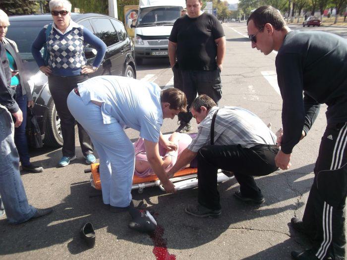 В Мариуполе «Форд» на пешеходном переходе сбил женщину (ФОТО), фото-5