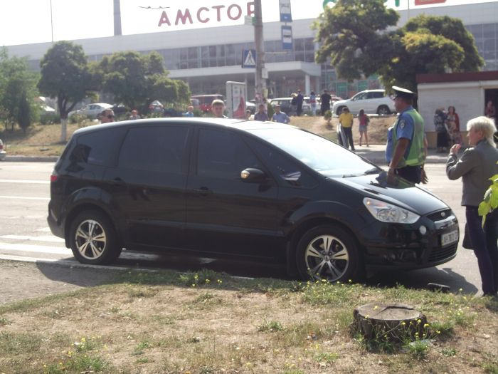 В Мариуполе «Форд» на пешеходном переходе сбил женщину (ФОТО), фото-9