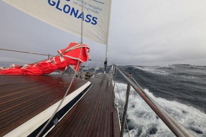 Штормовой ветер в Арктике не дает мариупольским яхтсменам завершить вторую кругосветку (ФОТО), фото-1