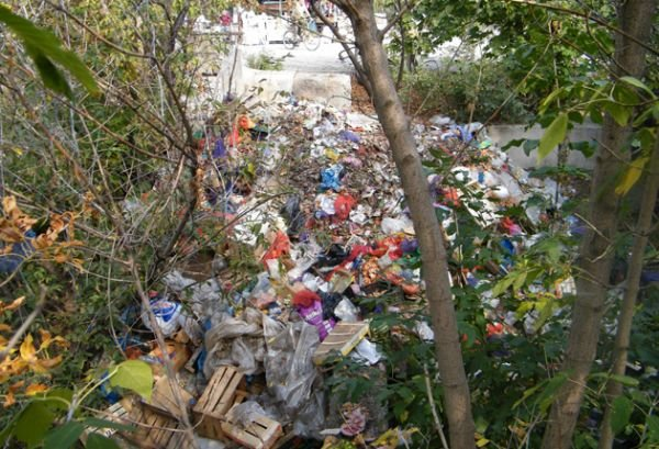 Жители Горловки жалуются на свалку в центре города, фото-1