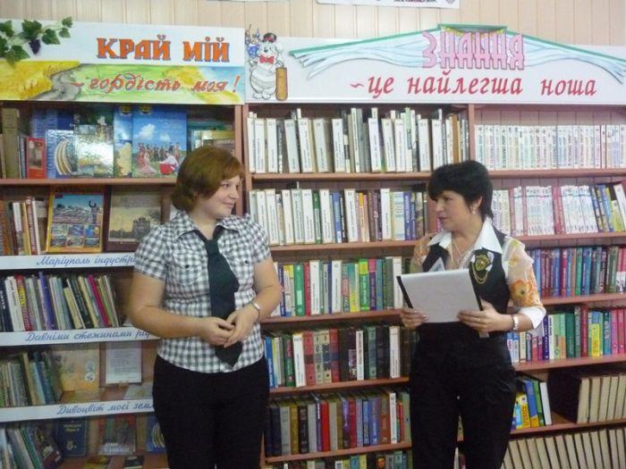 В Мариуполе наградили библиотечную легенду (ФОТО), фото-1