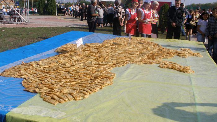 Под Мариуполем изготовили гигантский чебурек - самый большой в Украине (ФОТО), фото-4