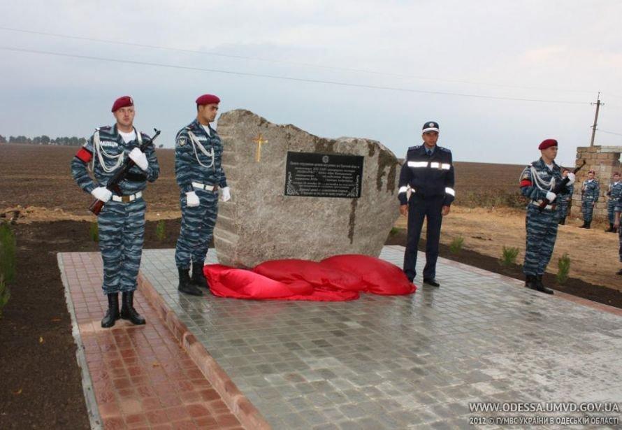 На месте, где от руки килера Дикаева были расстреляны беркутовец Коженко и ГАИшник Розмарица, открыли памятный знак, фото-4