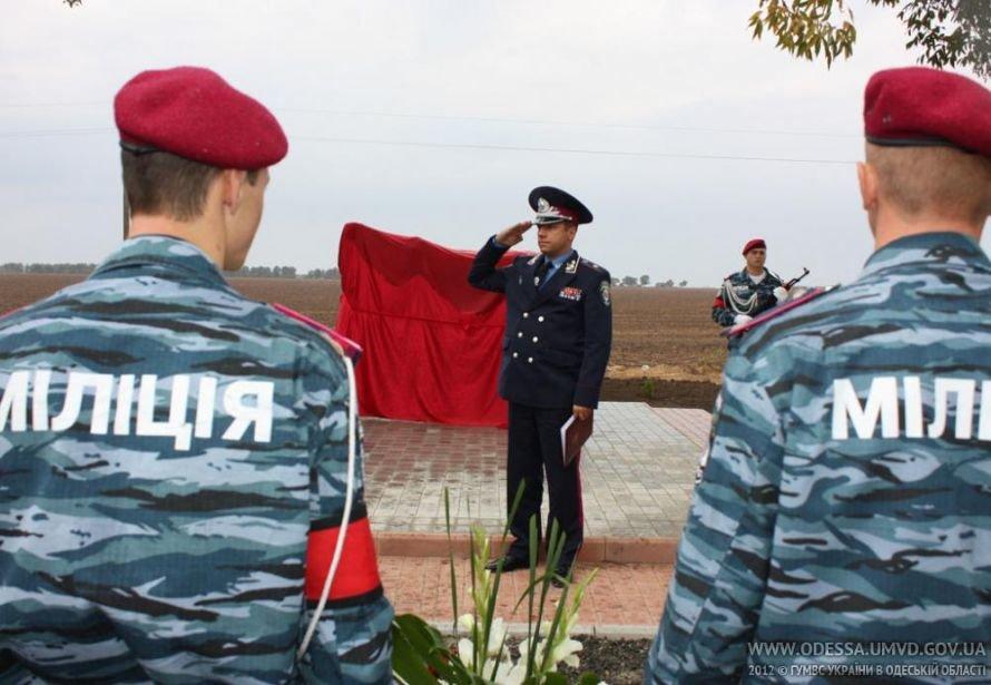 На месте, где от руки килера Дикаева были расстреляны беркутовец Коженко и ГАИшник Розмарица, открыли памятный знак, фото-1