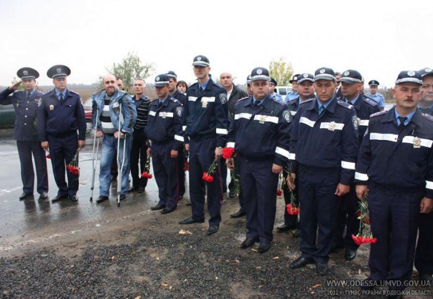 На месте, где от руки килера Дикаева были расстреляны беркутовец Коженко и ГАИшник Розмарица, открыли памятный знак, фото-2