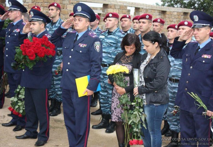 На месте, где от руки килера Дикаева были расстреляны беркутовец Коженко и ГАИшник Розмарица, открыли памятный знак, фото-3