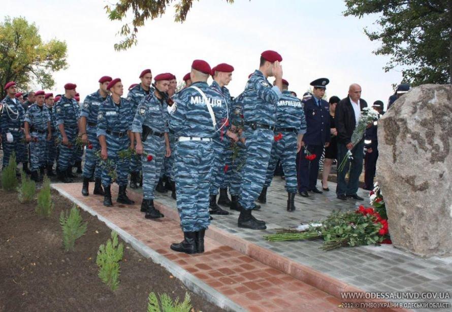 На месте, где от руки килера Дикаева были расстреляны беркутовец Коженко и ГАИшник Розмарица, открыли памятный знак, фото-5