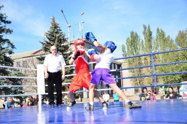 Дружеские бои: юные боксеры показали мастерство на центральной площади Горловки, фото-2