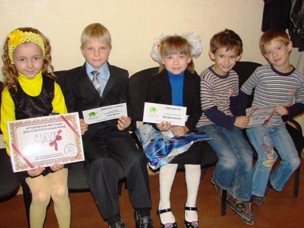 «Первый раз в первый класс»: победители конкурса Сайта города Артемовска получили призы от спонсоров, фото-2