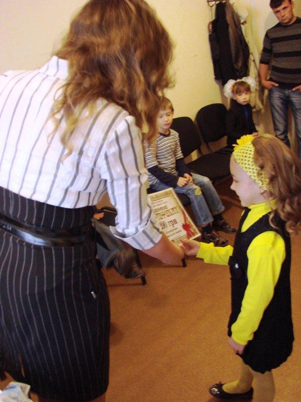 «Первый раз в первый класс»: победители конкурса Сайта города Артемовска получили призы от спонсоров, фото-1