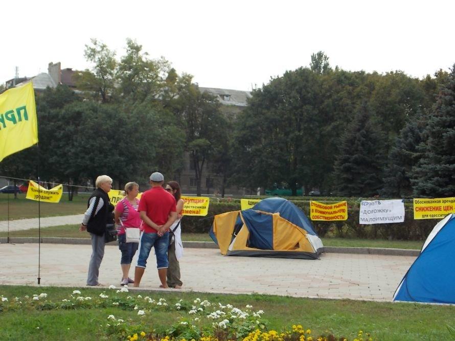 Одесский губернатор ежедневно обходит палаточный городок, а мэрия делает вид, что проблем на «Привозе» не существует (Фото), фото-1