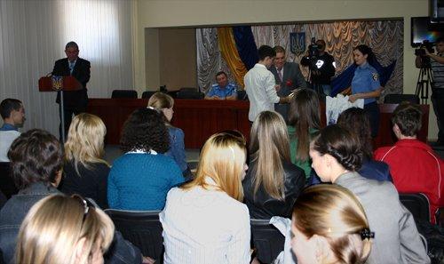 Лучше позже, чем никогда: мариупольская милиция наградила студентов за помощь на Евро-2012 (ФОТО), фото-4