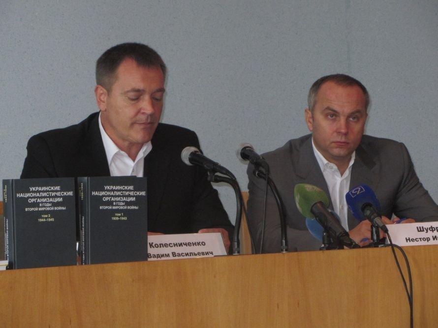В Днепропетровск приехали Шуфрич и Колесниченко, чтобы бороться с ОУН-УПА (ФОТО), фото-1