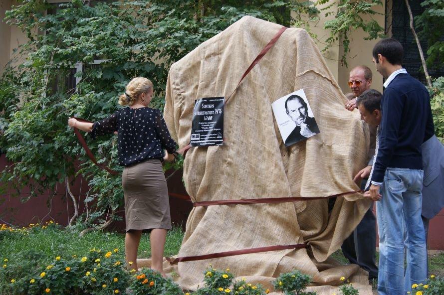 В Одессе открыли первый в СНГ памятник в честь Стива Джобса (фоторепортаж), фото-3