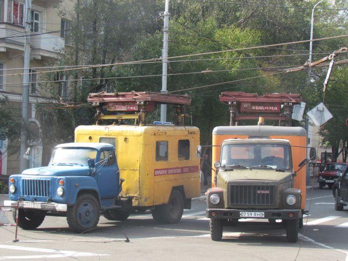 В центре Мариуполя парализовано движение: стоят троллейбусы (ФОТО), фото-7