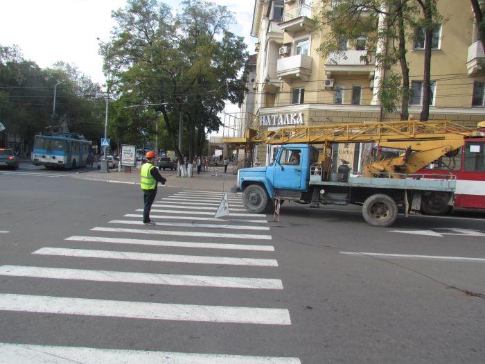 В центре Мариуполя парализовано движение: стоят троллейбусы (ФОТО), фото-1